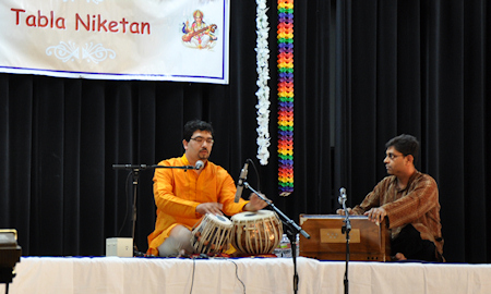 Shri. Prafulla Athalye during his solo performace